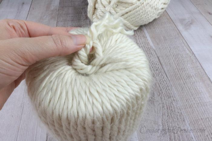 Tie off end of yarn